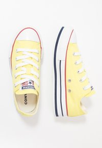 Converse - CHUCK TAYLOR ALL STAR PLATFORM EVA - Sneakersy niskie - zinc yellow/white - 0