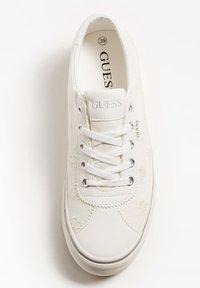 Guess - Sneakersy niskie - weiß - 3