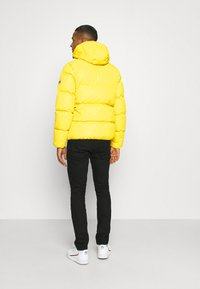 Tommy Jeans - TJM ESSENTIAL DOWN JACKET - Down jacket - valley yellow - 2