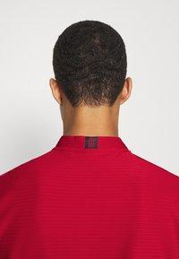 Nike Golf - DRY SPEED - Funkční triko - gym red/white - 5