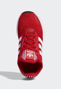adidas Originals - SWIFT RUN X SHOES - Tenisky - scarlet/ftwr white/core black - 1