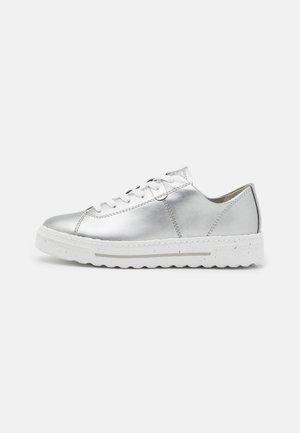 Sneakersy niskie - metallic