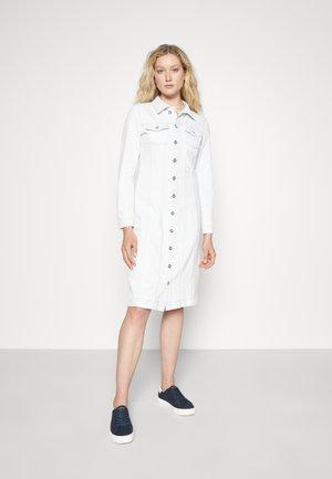 DRESS SHAPED FIT - Denim dress - light blue authentic wash