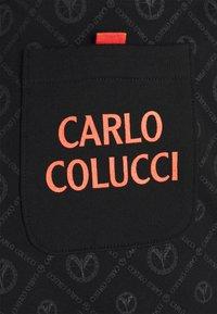 Carlo Colucci - Tracksuit bottoms - black - 2