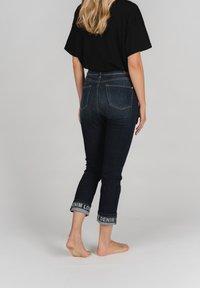 Angels - CICI TAPE' MIT STICKEREI - Slim fit jeans - dunkelblau - 2