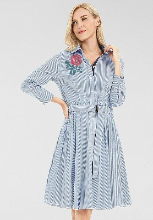 Robe chemise - weiß-blau