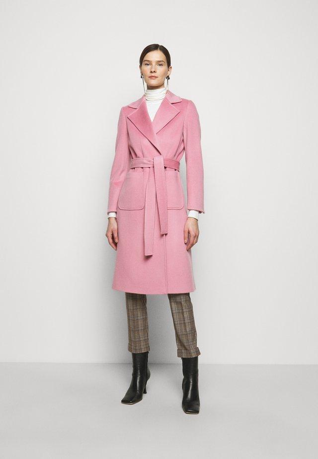 RUNAWAY - Wollmantel/klassischer Mantel - pink