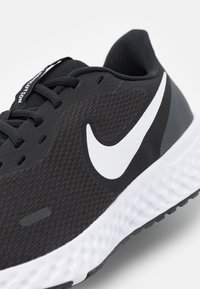 Nike Performance - REVOLUTION 5 - Zapatillas de running neutras - black/white/anthracite - 5