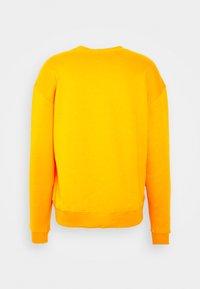 Holzweiler - HANGER CREW UNISEX - Sweatshirt - orange - 9