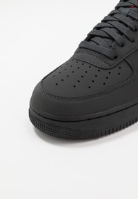 Nike Sportswear - AIR FORCE 1 - Sneakers - anthracite/black/universe red - 5