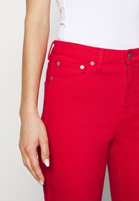 Benetton - TROUSERS - Džíny Straight Fit - red - 4