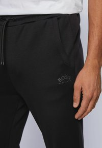 BOSS - Pantalon de survêtement - black - 3