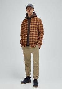 PULL&BEAR - Skjorta - mottled brown - 1
