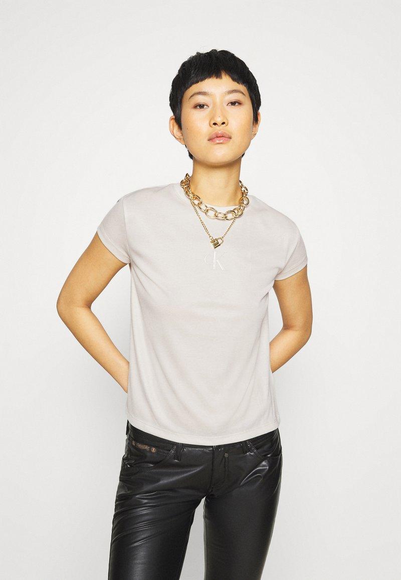 Calvin Klein Jeans - DRAPEY CAP SLEEVE  - Basic T-shirt - soft cream
