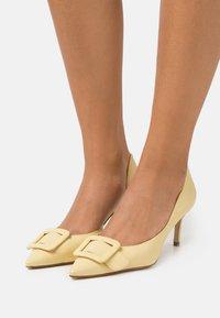 Billi Bi - Classic heels - soft yellow - 0