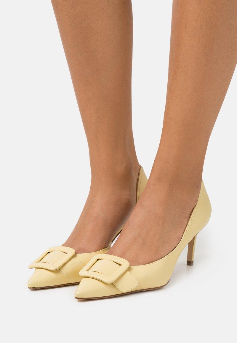 Billi Bi - Classic heels - soft yellow
