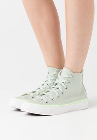 Converse - CHUCK TAYLOR ALL STAR - Baskets montantes - green oxide/ghost green/white - 0