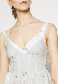 Missguided - FLORAL BRODERIE CORSET SKATER DRESS - Day dress - white - 5