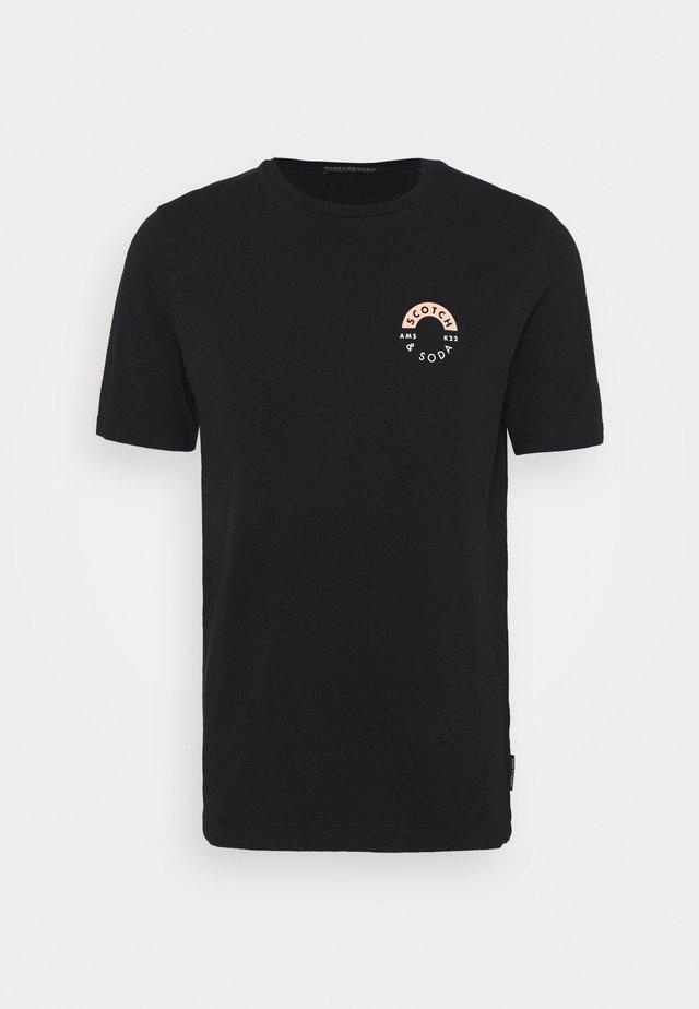 LOGO CHEST PRINTED CREWNECK TEE - T-shirt basic - black