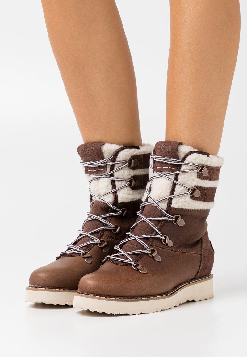 Roxy - BRANDI - Snowboots  - chocolate