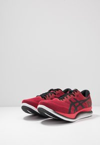 ASICS - GLIDERIDE - Neutral running shoes - speed red/black - 2