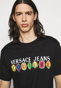 Versace Jeans Couture - Triko spotiskem - black - 3