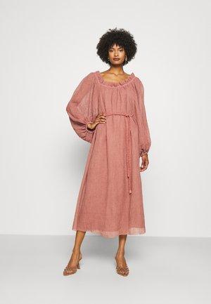 RUFFLE NECK DRESS - Denní šaty - wood rose