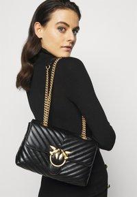 Pinko - LOVE CLASSIC CHEVRONNE - Handbag - black - 0