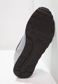 Nike Sportswear - MD RUNNER 2 - Trainers - wolf grey/black/white - 4