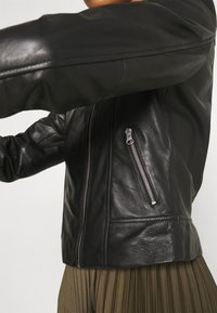 Pieces - PCSUSSE JACKET - Veste en cuir - black - 7