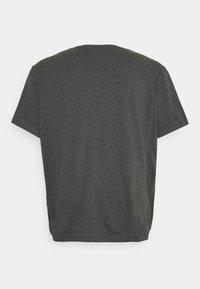Lacoste - PLUS - Basic T-shirt - gris chine - 1