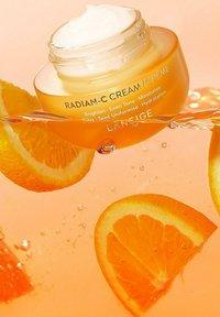 Laneige - RADIAN C CREAM - Face cream - - - 4