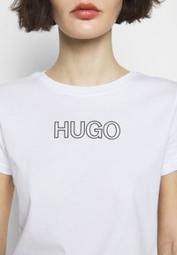 HUGO - THE SLIM TEE - Print T-shirt - white - 5