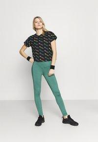 Champion - CREWNECK  - Camiseta estampada - multi-coloured - 1