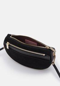 Coccinelle - KALI - Across body bag - noir - 4