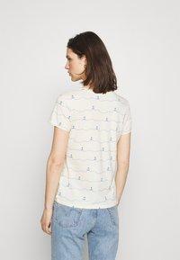 TOM TAILOR DENIM - V-NECK TEE - T-shirt imprimé - creme - 2