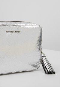 MICHAEL Michael Kors - CROSSBODIES CAMERA BAG - Across body bag - silver - 6