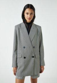 PULL&BEAR - Krátký kabát - black - 0