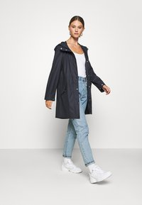 Vero Moda - VMFRIDAYMUSIC COATED JACKET - Regnjakke / vandafvisende jakker - night sky - 1