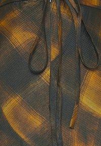 Proenza Schouler White Label - HAMMERED CHARMEUSE MIDI SKIRT - Pouzdrová sukně - gold - 2