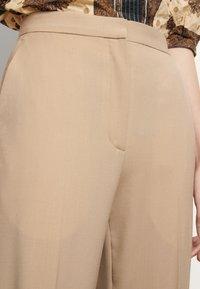 sandro - FEYNE - Trousers - beige - 4