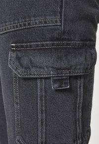 Tommy Jeans - SCANTON CARGO - Jeans straight leg - save black rigid - 3
