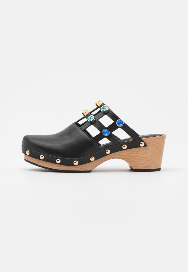OONA - Clogs - black