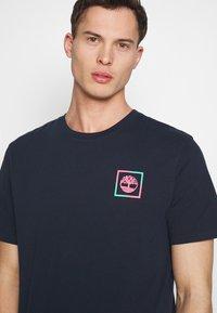 Timberland - KENNEBEC RIVER GRAPHIC TEE - Print T-shirt - dark sapphire - 3