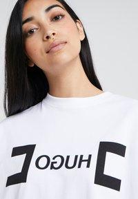 HUGO - DUFIA - T-shirts print - white - 3