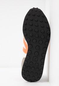 Veja - RIOBRANCO - Trainers - gravel orange/fluo ultraviolet - 6