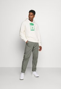 adidas Originals - HOODIE KERMIT UNISEX - Sweat à capuche - off-white - 1