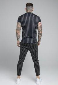 SIKSILK - PINSTRIPE TEE - Print T-shirt - black - 2