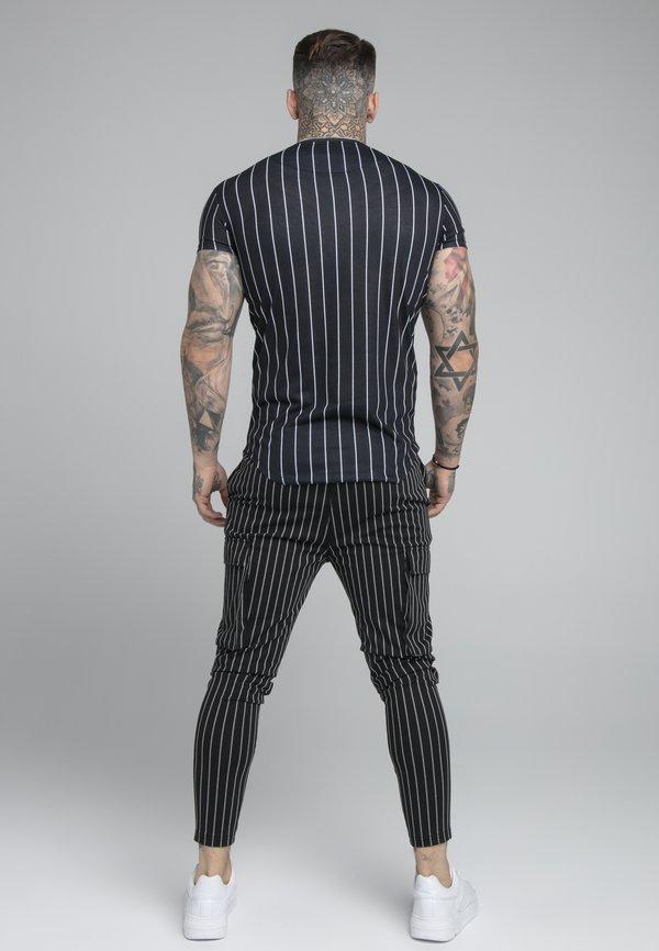 SIKSILK PINSTRIPE TEE - T-shirt z nadrukiem - black/czarny Odzież Męska GAKF