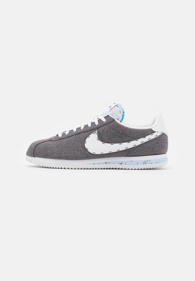 CORTEZ BASIC PRM UNISEX - Sneakersy niskie - iron grey/white/barely volt/celestine blue
